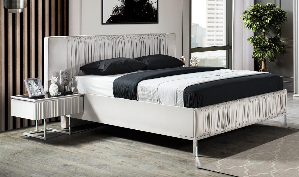 Lora Yatak Odası